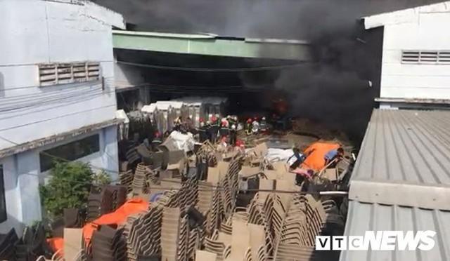 Ảnh: Cháy khu công nghiệp, thiêu rụi 5.000m2 nhà xưởng ở TP.HCM - Ảnh 5.
