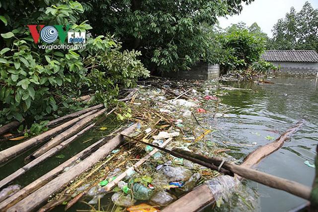 Ảnh: Sau ngập lụt dài ngày, dân Chương Mỹ đối mặt bệnh lở loét da - Ảnh 5.