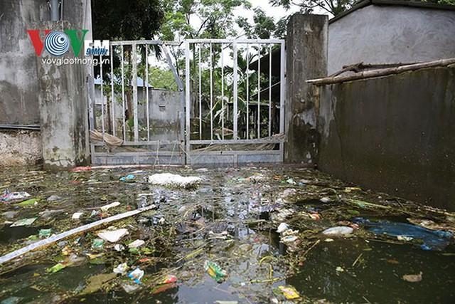 Ảnh: Sau ngập lụt dài ngày, dân Chương Mỹ đối mặt bệnh lở loét da - Ảnh 6.