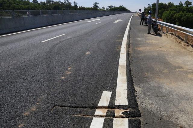Cận cảnh xa lộ 34.500 tỉ đồng xe hơi đi lộc cộc, lộc cộc - Ảnh 7.