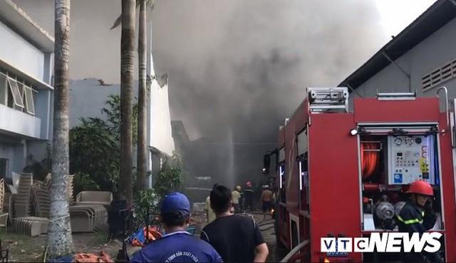 Ảnh: Cháy khu công nghiệp, thiêu rụi 5.000m2 nhà xưởng ở TP.HCM - Ảnh 10.