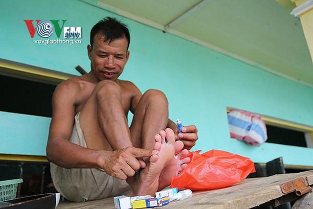 Ảnh: Sau ngập lụt dài ngày, dân Chương Mỹ đối mặt bệnh lở loét da - Ảnh 10.