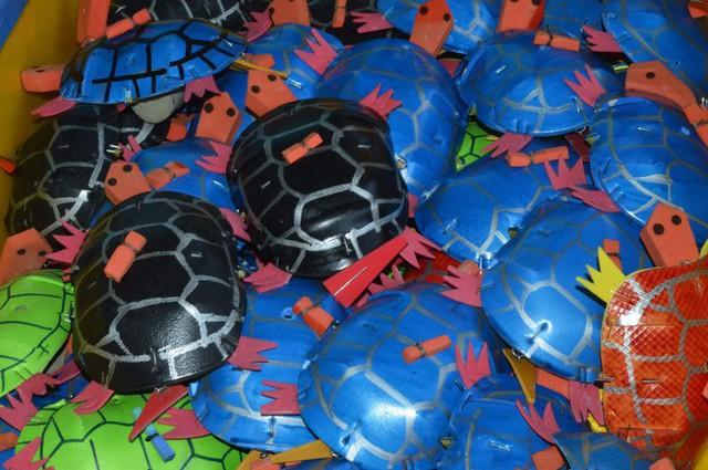 Gặp người tạo ra những món đồ chơi dân gian phục vụ trẻ thơ - Ảnh 5.