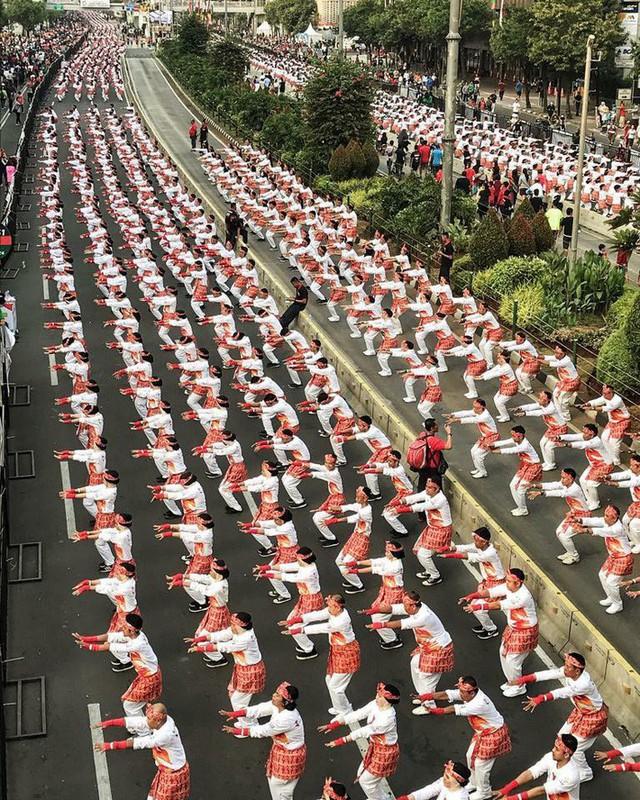 Indonesia thiết lập kỷ lục guiness khi tổ chức khai mạc Asiad - Ảnh 9.