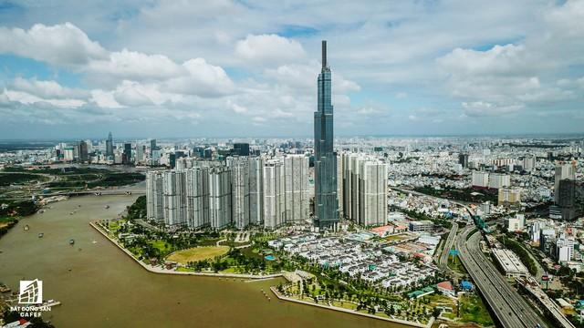 Toàn cảnh đô thị trung tâm Sài Gòn nhìn từ đỉnh tòa nhà cao nhất Việt Nam - Ảnh 1.