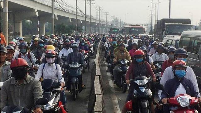 Cửa ngõ Sài Gòn kẹt xe kinh hoàng ngày đầu tuần  - Ảnh 1.