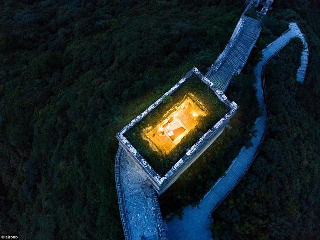 Chùm ảnh: Khách sạn đẹp ảo mộng trên tháp canh của Vạn Lý Trường Thành - Ảnh 3.