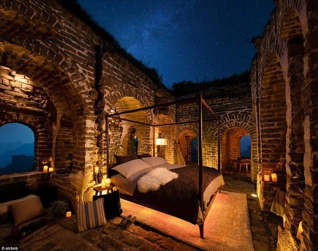Chùm ảnh: Khách sạn đẹp ảo mộng trên tháp canh của Vạn Lý Trường Thành - Ảnh 4.