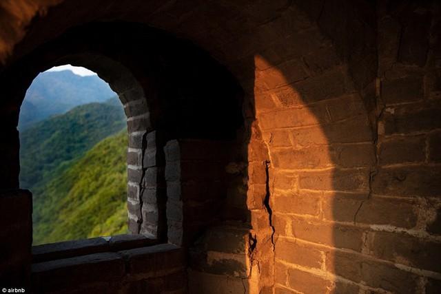 Chùm ảnh: Khách sạn đẹp ảo mộng trên tháp canh của Vạn Lý Trường Thành - Ảnh 5.