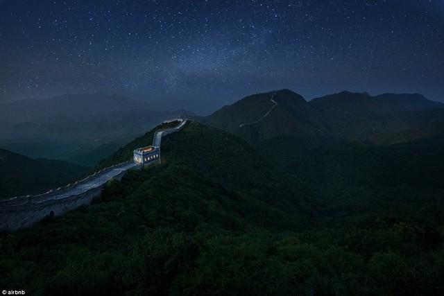 Chùm ảnh: Khách sạn đẹp ảo mộng trên tháp canh của Vạn Lý Trường Thành - Ảnh 9.