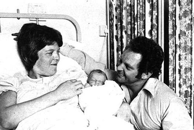 Em bé ống nghiệm đầu tiên trên thế giới: Từng là ca sinh nở được chờ đợi hơn 2000 năm, tuổi 40 chọn cuộc sống giản dị bên chồng con - Ảnh 3.