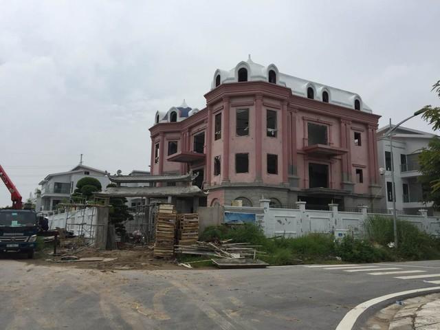 """Hà Nội: Hàng loạt villa """"khủng"""" biến tướng, phá vỡ quy hoạch - Ảnh 4."""