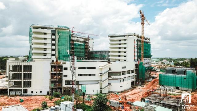 Cận cảnh tiến độ xây dựng dự án bệnh viện 5.800 tỷ đồng, hiện đại bậc nhất tại khu Đông (Tp.HCM) - Ảnh 2.