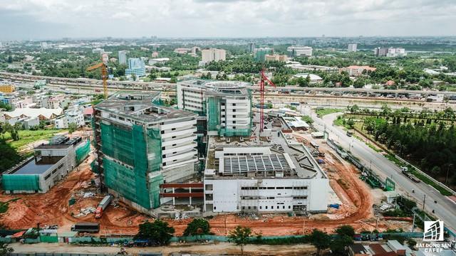 Cận cảnh tiến độ xây dựng dự án bệnh viện 5.800 tỷ đồng, hiện đại bậc nhất tại khu Đông (Tp.HCM) - Ảnh 4.