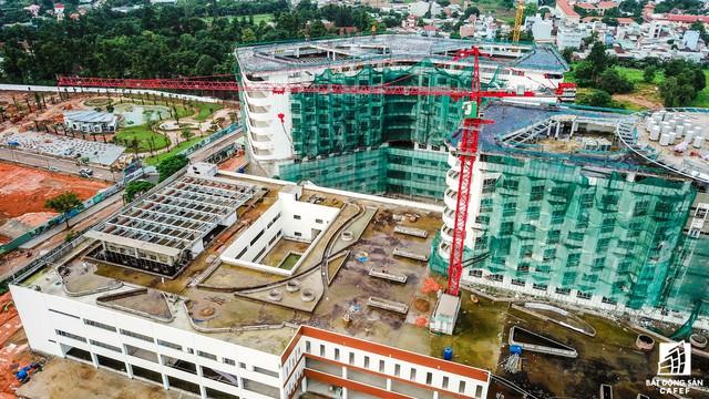 Cận cảnh tiến độ xây dựng dự án bệnh viện 5.800 tỷ đồng, hiện đại bậc nhất tại khu Đông (Tp.HCM) - Ảnh 15.