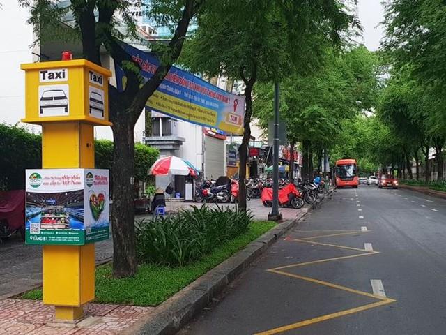 Bến taxi đầu tiên ở TPHCM ế khách trong ngày đầu thí điểm   - Ảnh 2.