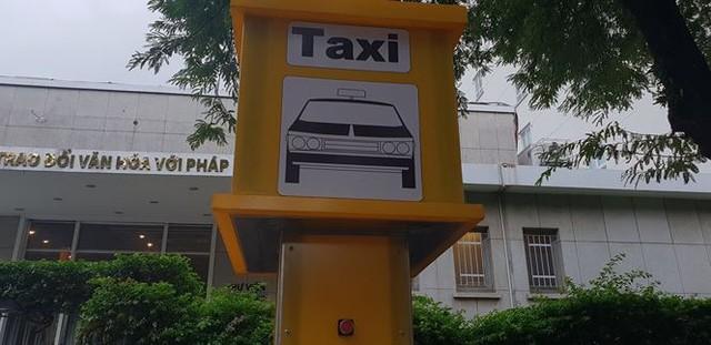 Bến taxi đầu tiên ở TPHCM ế khách trong ngày đầu thí điểm   - Ảnh 5.