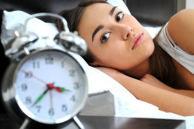 Thường xuyên ngủ nhiều hơn 8 tiếng mỗi đêm làm tăng 56% nguy cơ đột quỵ - Ảnh 1.