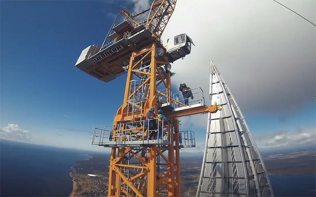 Ảnh: Chóng mặt với tòa tháp cao nhất châu Âu sắp hoàn thành tại Nga - Ảnh 2.