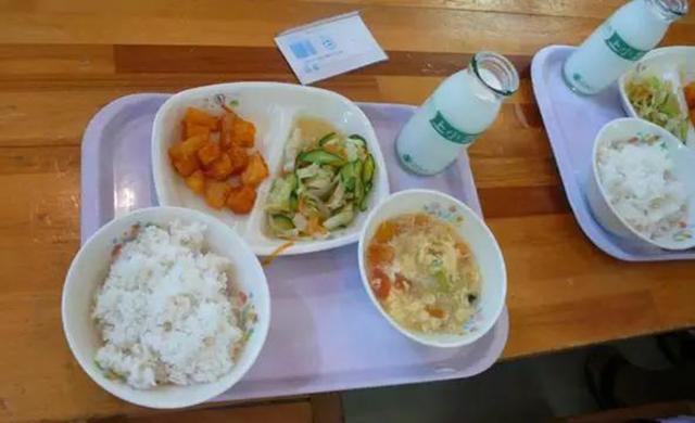 Chuyện giáo dục ở Nhật Bản: Chỉ một bữa trưa của học sinh tiểu học đã cho thấy người Nhật bỏ xa thế giới ở lĩnh vực trồng người như thế nào - Ảnh 1.