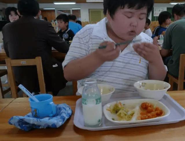Chuyện giáo dục ở Nhật Bản: Chỉ một bữa trưa của học sinh tiểu học đã cho thấy người Nhật bỏ xa thế giới ở lĩnh vực trồng người như thế nào - Ảnh 13.