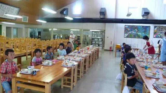 Chuyện giáo dục ở Nhật Bản: Chỉ một bữa trưa của học sinh tiểu học đã cho thấy người Nhật bỏ xa thế giới ở lĩnh vực trồng người như thế nào - Ảnh 5.