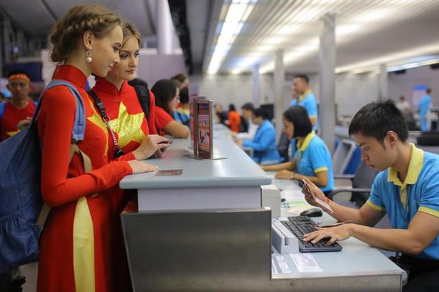 Hơn 300 CĐV bay sớm sang Indonesia tiếp lửa cho Olympic Việt Nam tranh HCĐ - Ảnh 15.