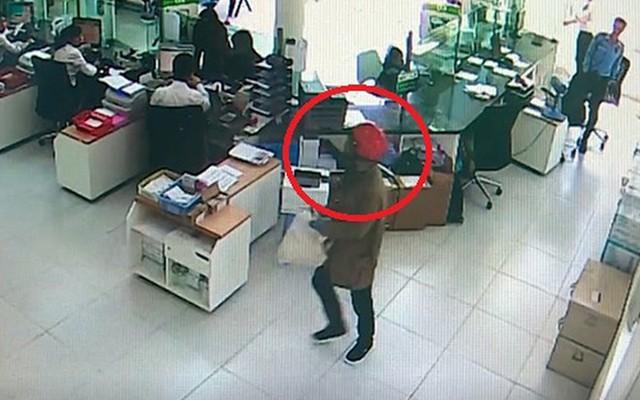 Khởi tố, tạm giam hai đối tượng cướp tiền tỷ ở Khánh Hòa  - Ảnh 2.