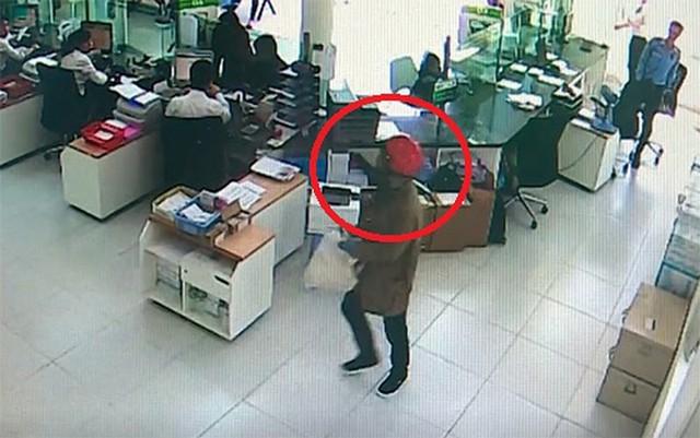 Thu hồi thêm số tiền lớn trong vụ cướp ngân hàng ở Khánh Hòa - Ảnh 4.