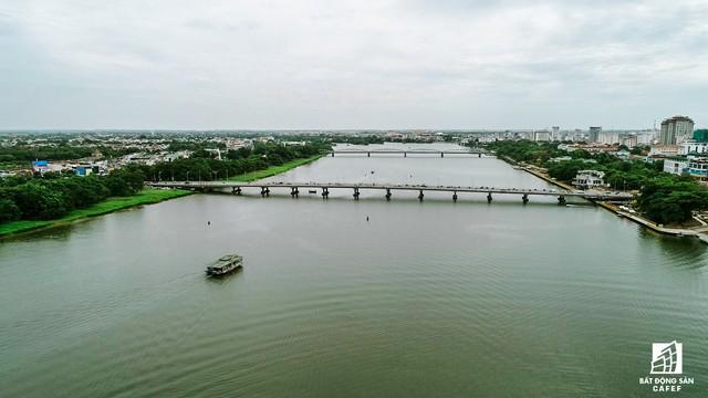 Toàn cảnh dự án cầu đi bộ siêu sang lát gỗ lim gần 53 tỷ đồng ở Huế - Ảnh 2.