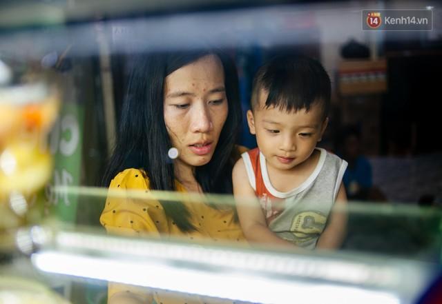 Câu chuyện về người con đặc biệt của vợ chồng thạc sỹ bán chè Sài Gòn: Sự nghiệp có thể làm lại, nhưng con cái thì bố mẹ không có cơ hội thứ 2 - Ảnh 1.
