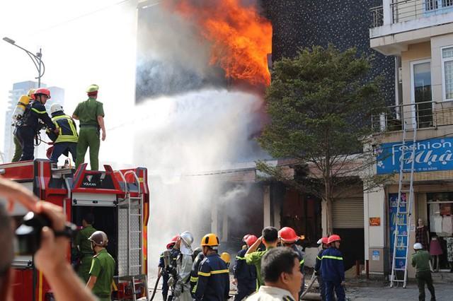 Triệu tập 2 công nhân gò hàn liên quan vụ cháy vũ trường Leo ở Đà Nẵng - Ảnh 1.