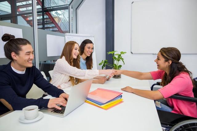 """4 bí kíp vàng giúp người chưa có kinh nghiệm dễ dàng """"mặc cả"""" mức lương với nhà tuyển dụng: Người đi làm thuê nhất định phải biết! - Ảnh 1."""