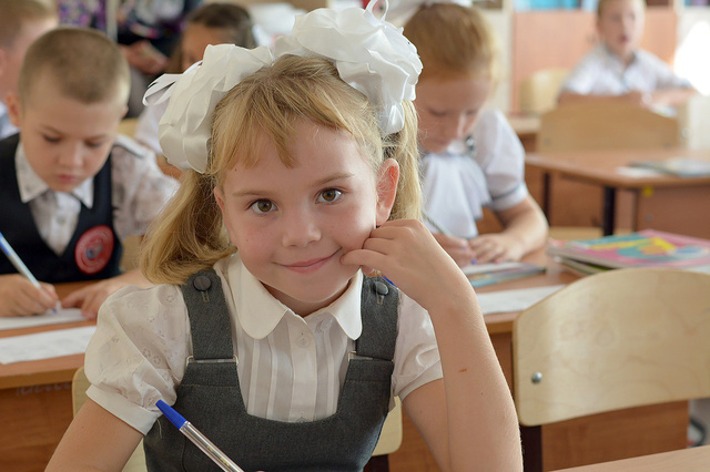 Với một số quốc gia, nội việc sắm dụng cụ học tập cho con cũng mất đến... tiền tỉ - Ảnh 2.