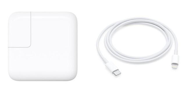 Apple ngày càng keo kiệt: iPhone Xs giá ngàn đô nhưng trong hộp không có củ sạc nhanh, adapter cổng 3.5mm cũng bị cắt luôn - Ảnh 1.