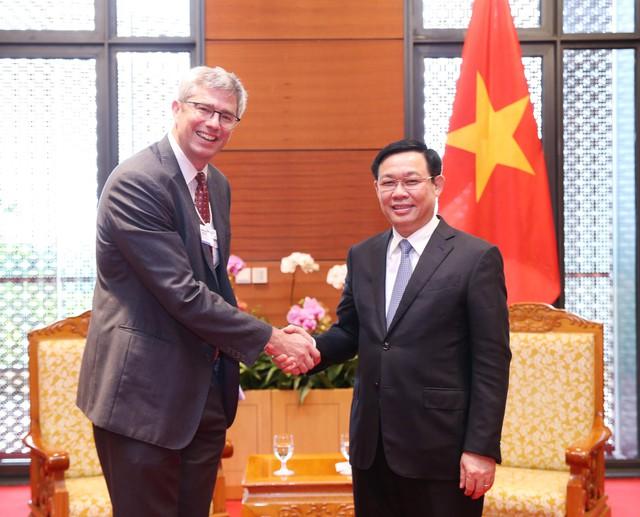 Phó Thủ tướng đề nghị HSBC hỗ trợ trong việc xử lý nợ xấu, tái cơ cấu các định chế tài chính - Ảnh 1.