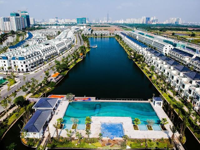 Nhà phố ven trọng điểm Sài Gòn 1 năm tăng giá gần gấp đôi - Ảnh 1.