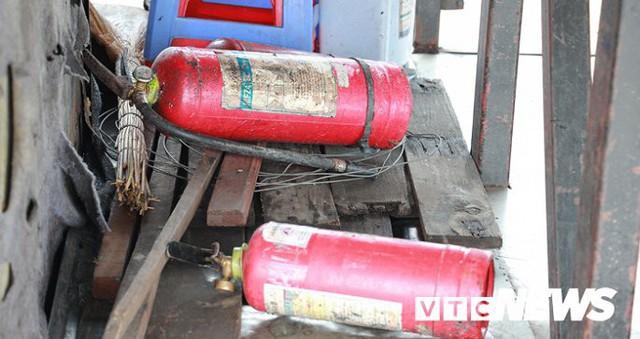 Ảnh: Hiện trường xe khách giường nằm cháy trơ khung trên cầu Bính, Hải Phòng - Ảnh 10.