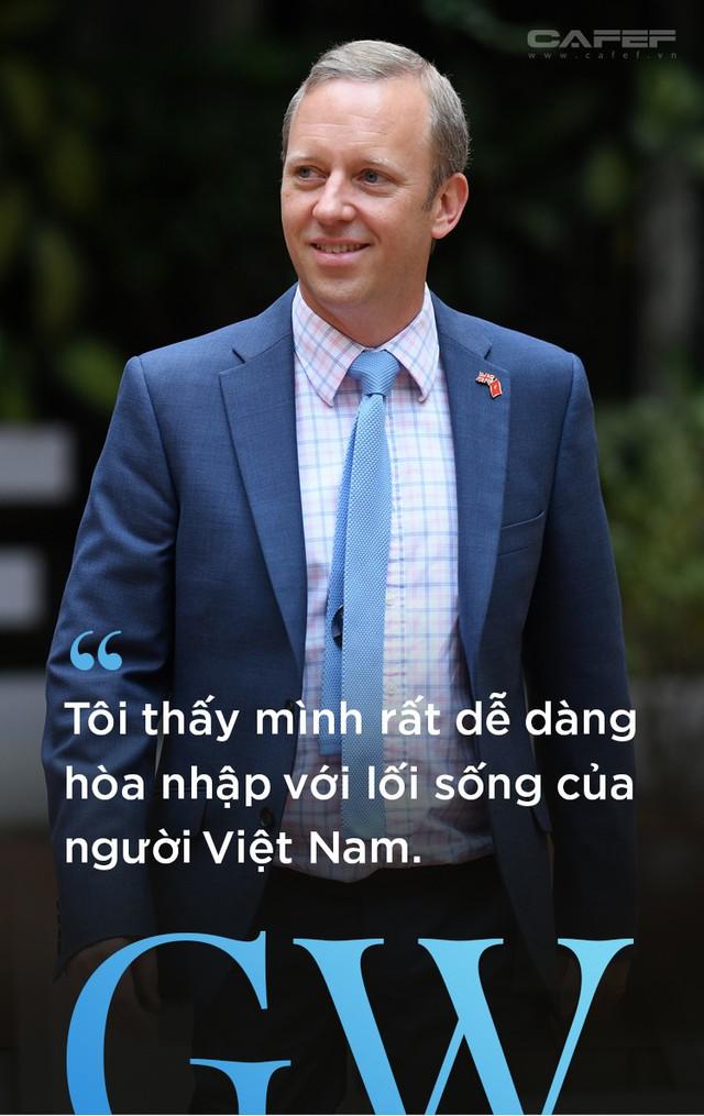 Chân dung tân Đại sứ Vương Quốc Anh - người viết facebook bằng tiếng Việt - Ảnh 12.