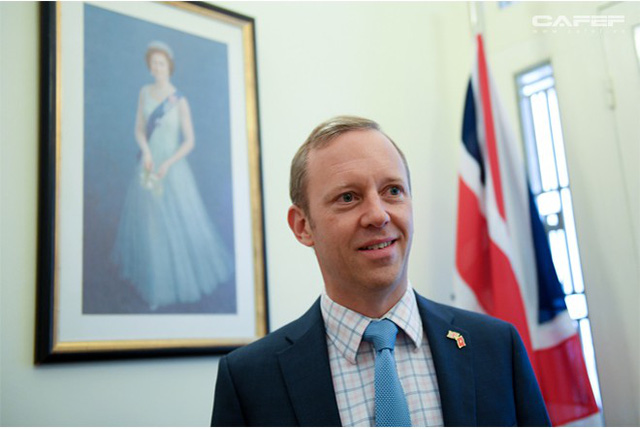 Chân dung tân Đại sứ Vương Quốc Anh - người viết facebook bằng tiếng Việt - Ảnh 9.