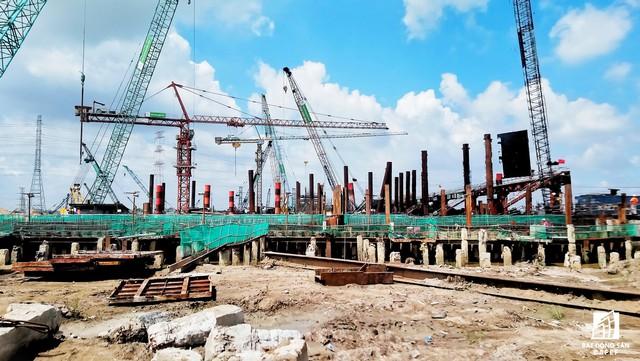 Toàn cảnh siêu dự án 10.000 tỷ đồng phơi nắng mưa do bị ngưng thi công tại TP.HCM - Ảnh 5.
