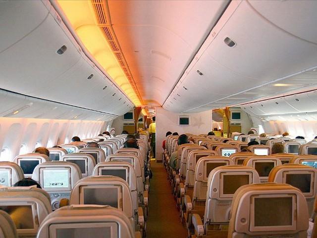 Cận cảnh khoang hạng nhất xa xỉ của các hãng hàng không - Ảnh 1.