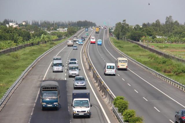 Bộ GTVT báo cáo Thủ tướng về thu phí cao tốc Trung Lương - Ảnh 1.