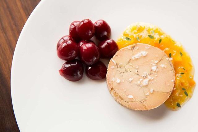 Foie gras - đỉnh cao văn hóa ẩm thực Pháp: Khi lằn ranh giữa món ăn xa hoa và nỗi thống khổ tột cùng của loài ngỗng bị xóa mờ - Ảnh 6.