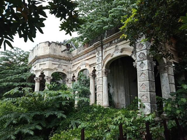 Căn biệt thự gần 100 tuổi được tháo dỡ dở dang ở Sài Gòn - Ảnh 2.