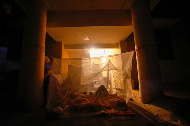 Dân nghèo bấp bênh sau hoả hoạn ở Hà Nội  - Ảnh 1.