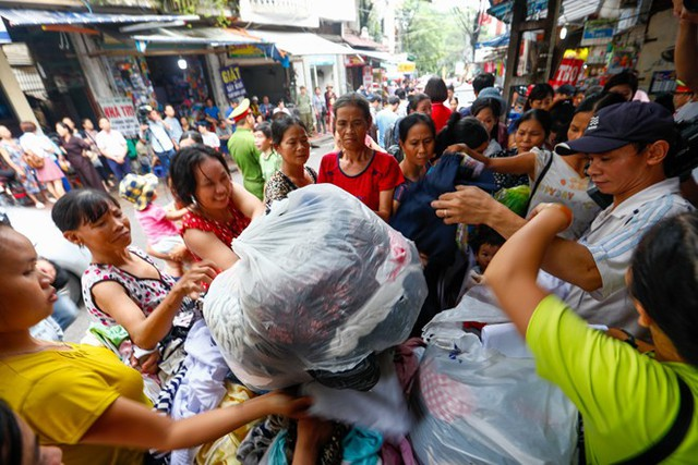 Dân nghèo bấp bênh sau hoả hoạn ở Hà Nội  - Ảnh 4.