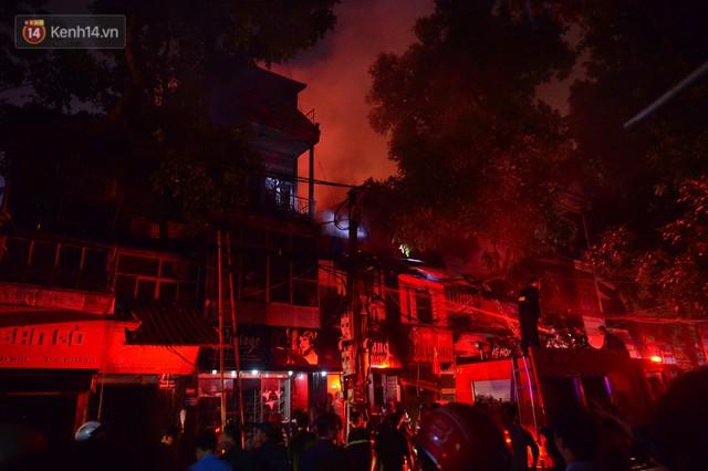 Ông chủ khu trọ nghĩa tình 15k/đêm cho người nghèo Hà Nội: Cháy trụi cả rồi, giờ mọi người biết lấy chỗ đâu mà ở nữa... - Ảnh 8.