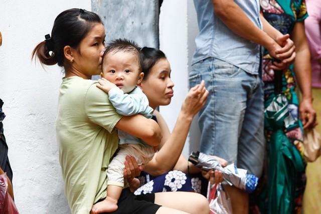 Dân nghèo bấp bênh sau hoả hoạn ở Hà Nội  - Ảnh 9.