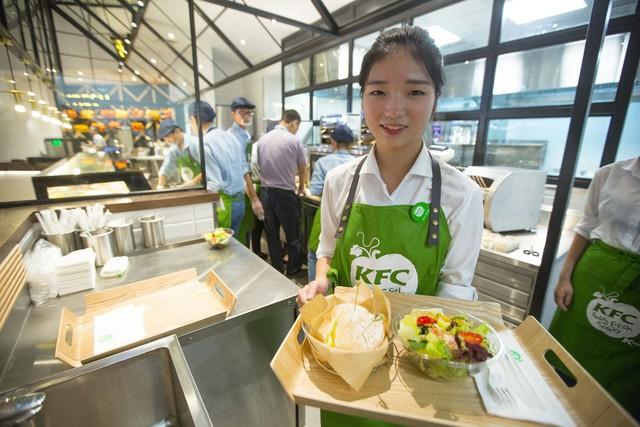 Giải mã kỳ tích KFC Trung Quốc: Lớn mạnh bất chấp hàng quán vỉa hè, đối thủ sao chép hay người dùng khó tính - Ảnh 6.